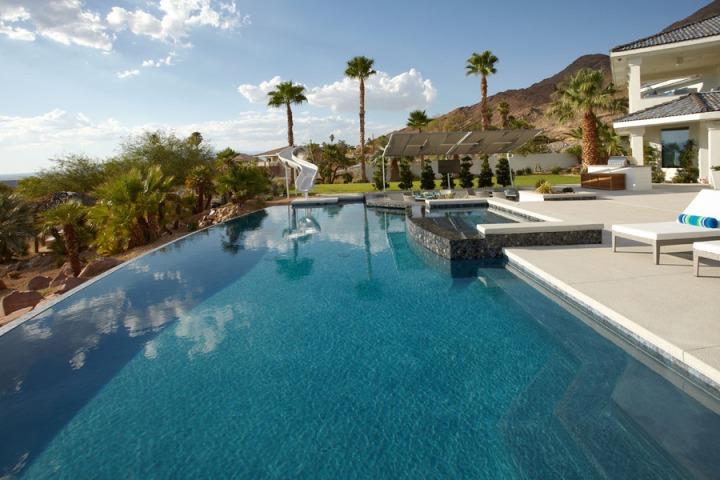 Med-Res-VegasViews-Pool-slide_large